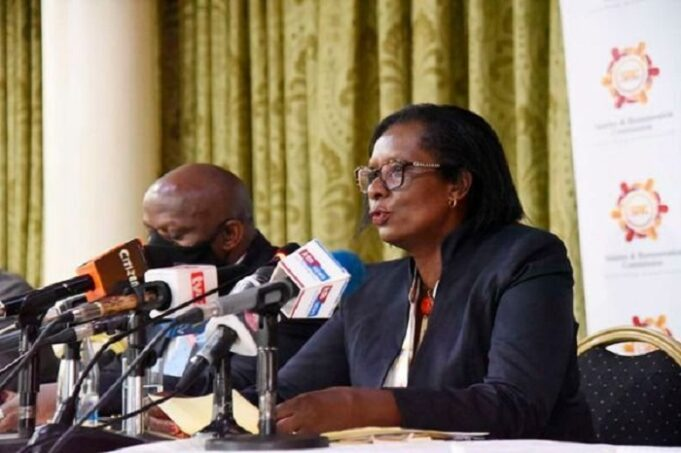 Teachers, lecturers and civil servants reject two-year salary Review freeze